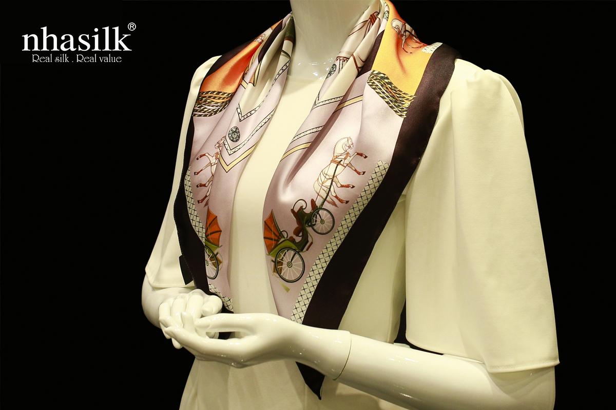 khăn choàng lụa họa tiết phục hưng