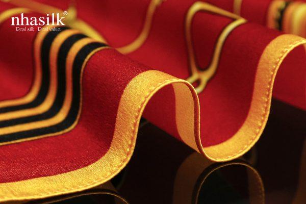 khăn lụa nghệ thuật đương đại đỏ