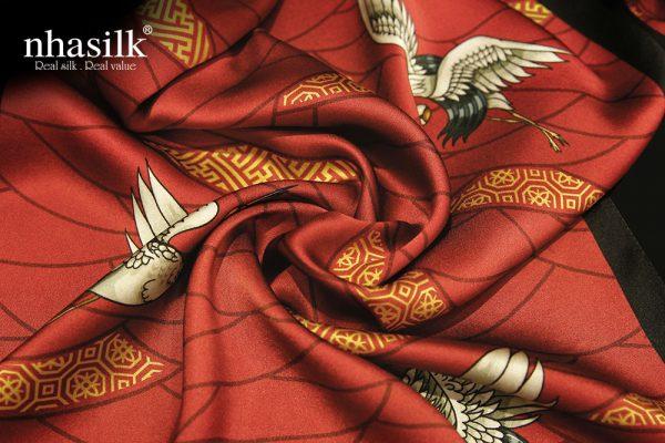 khăn lụa hồng hạc