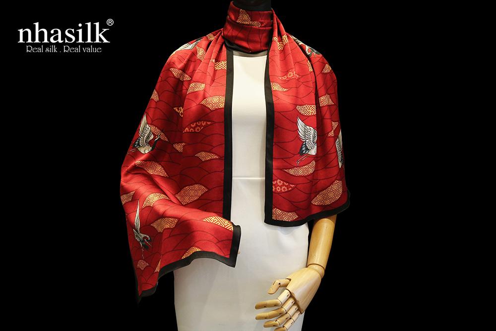 khăn choàng họa tiết hồng hạc