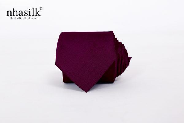 cà vạt màu tím trầm tĩnh