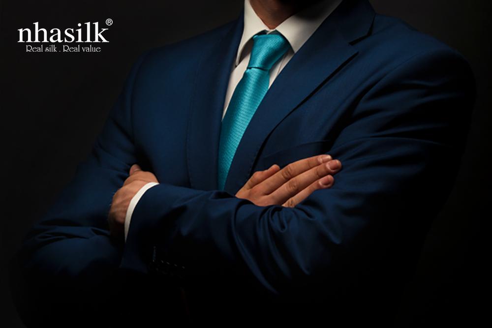 cà vạt trơn màu xanh cổ vịt