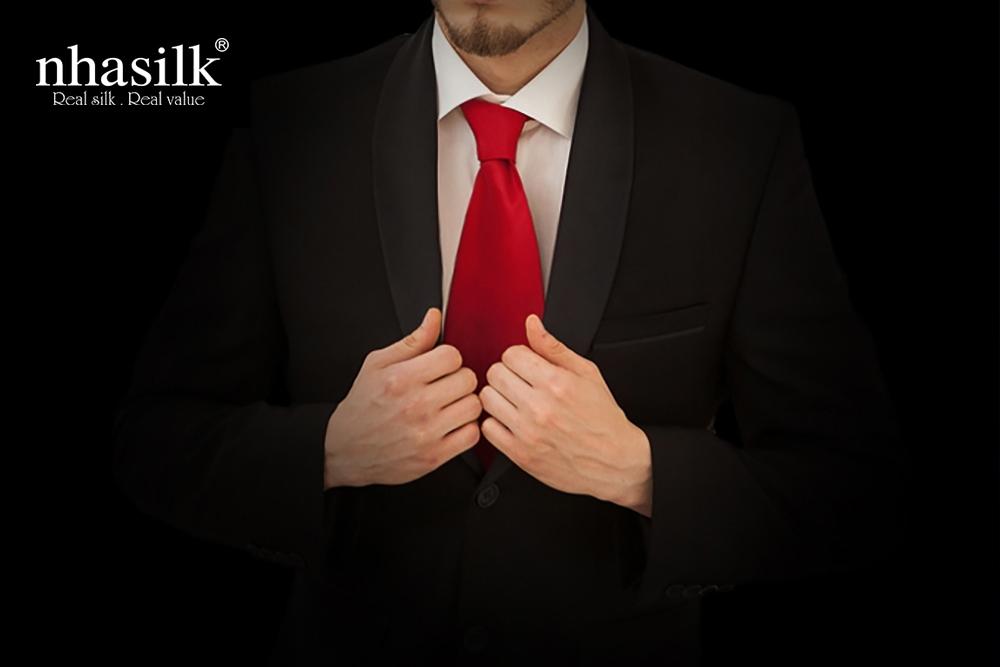 cà vạt từ lụa tơ tằm đẳng cấp