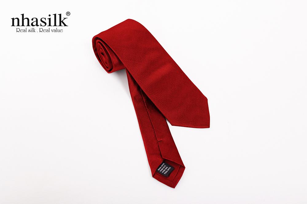 Cà vạt lụa trơn cao cấp màu đỏ của Nhasilk