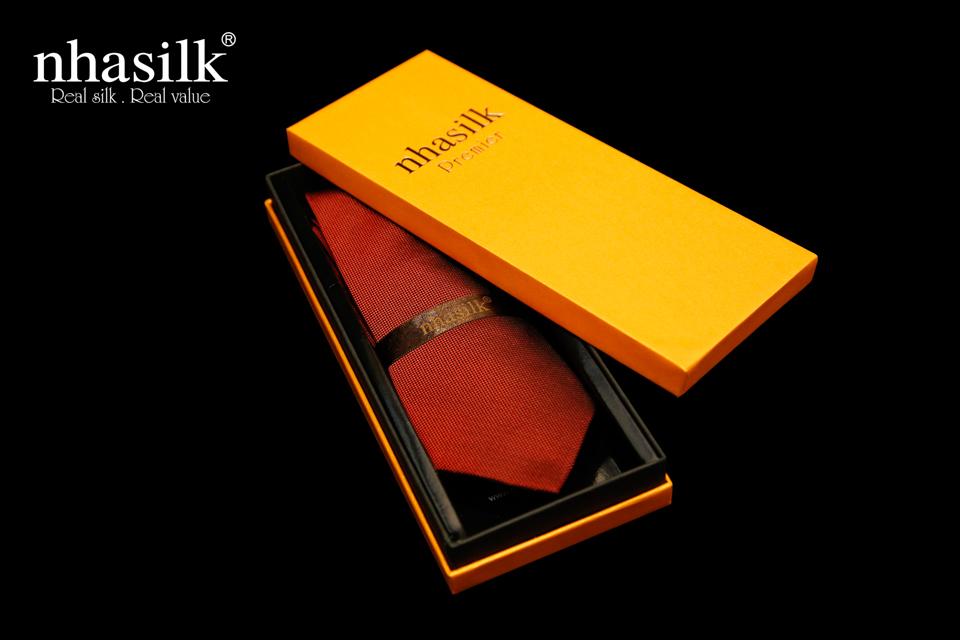 cà vạt được đóng gói trong hộp sang trọng