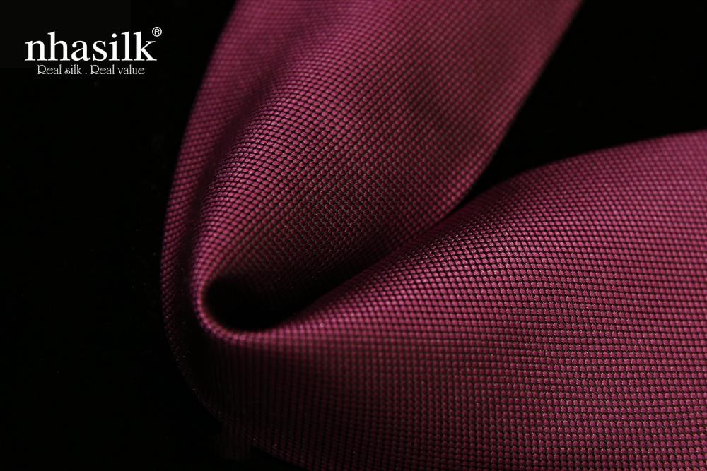 Cà vạt lụa tơ tằm màu đỏ tía vân chìm | Nhasilk