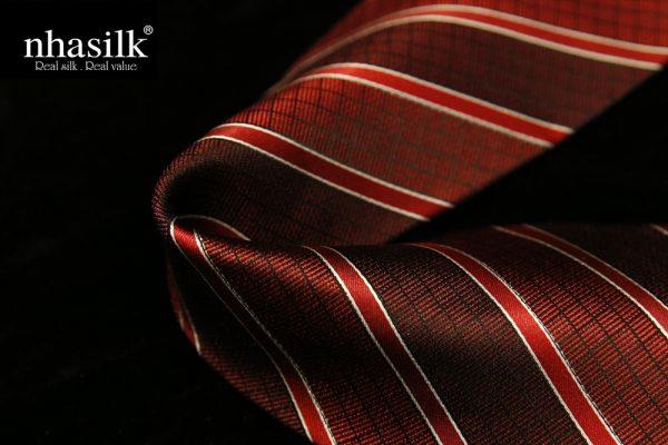 Cà vạt lụa tơ tằm sọc đỏ trắng   Nhasilk