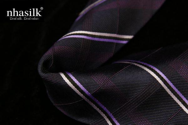 Cà vạt lụa tơ tằm sọc trắng tím ô vuông chìm | Nhasilk