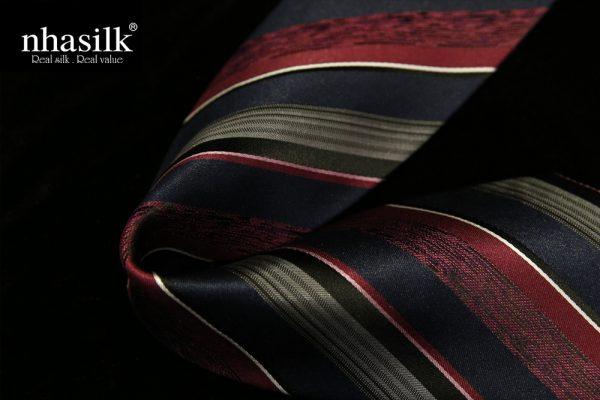 Cà vạt lụa tơ tằm sọc đỏ xám và đen | Nhasilk