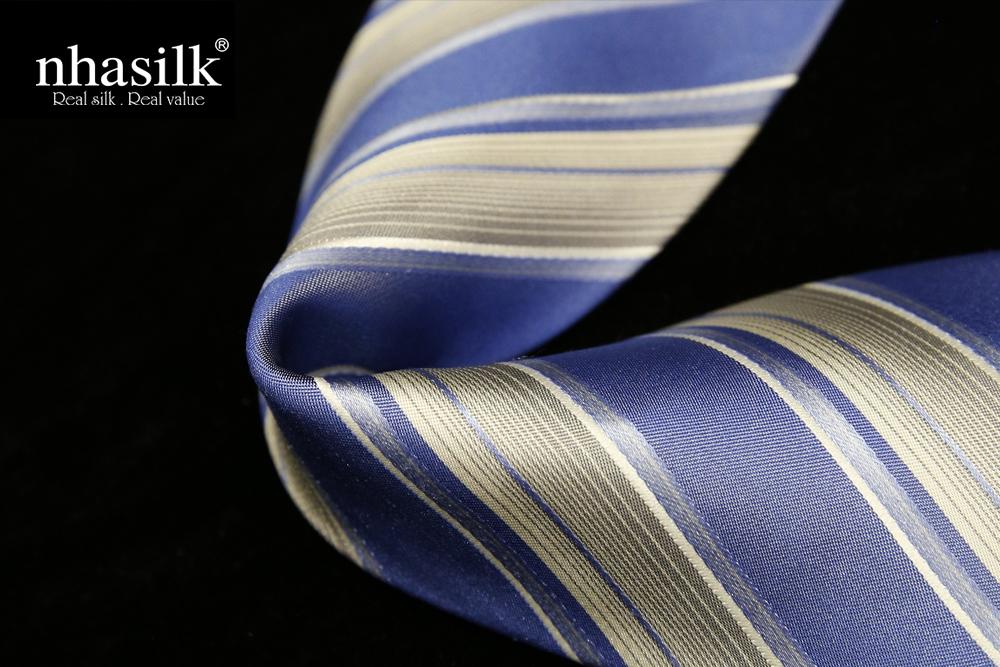 Cà vạt lụa tơ tằm sọc xanh kem