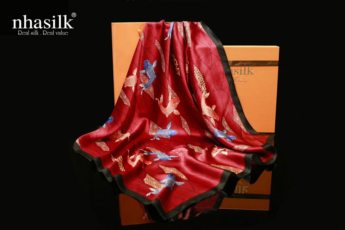 khăn lụa vuông họa tiết hồng hạc