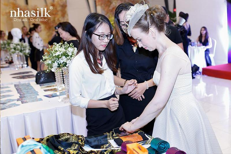 Ms. Daria was one of the foreign guests giving Nhasilk
