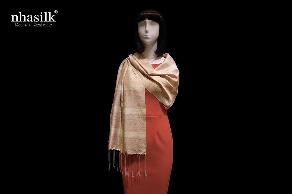 khăn choàng lụa đũi sọc hồng vàng