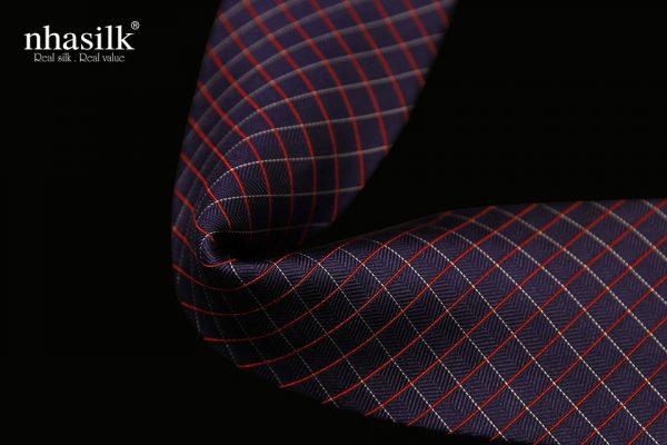 Cà vạt lụa tơ tằm màu xanh dương sọc đỏ trắng | Nhasilk