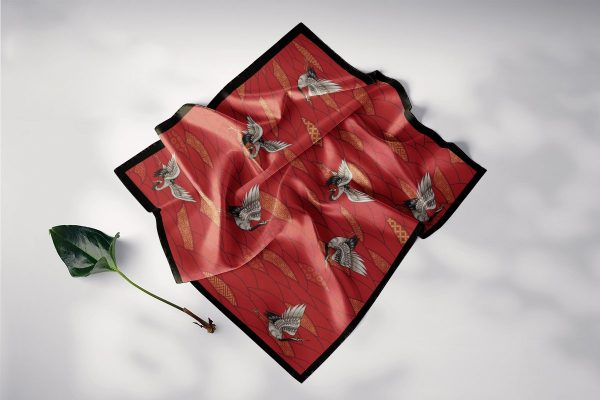 khăn lụa vuông hồng hạc
