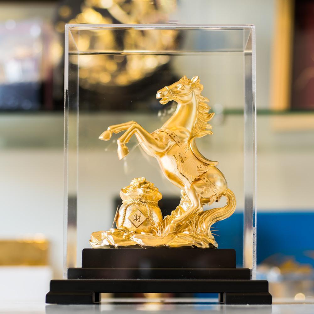 tượng ngựa dát vàng