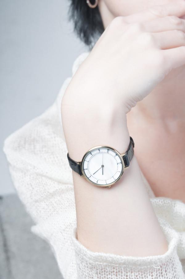 Đồng hồ thời trang - quà tặng 8-3 ý nghĩa cho vợ.