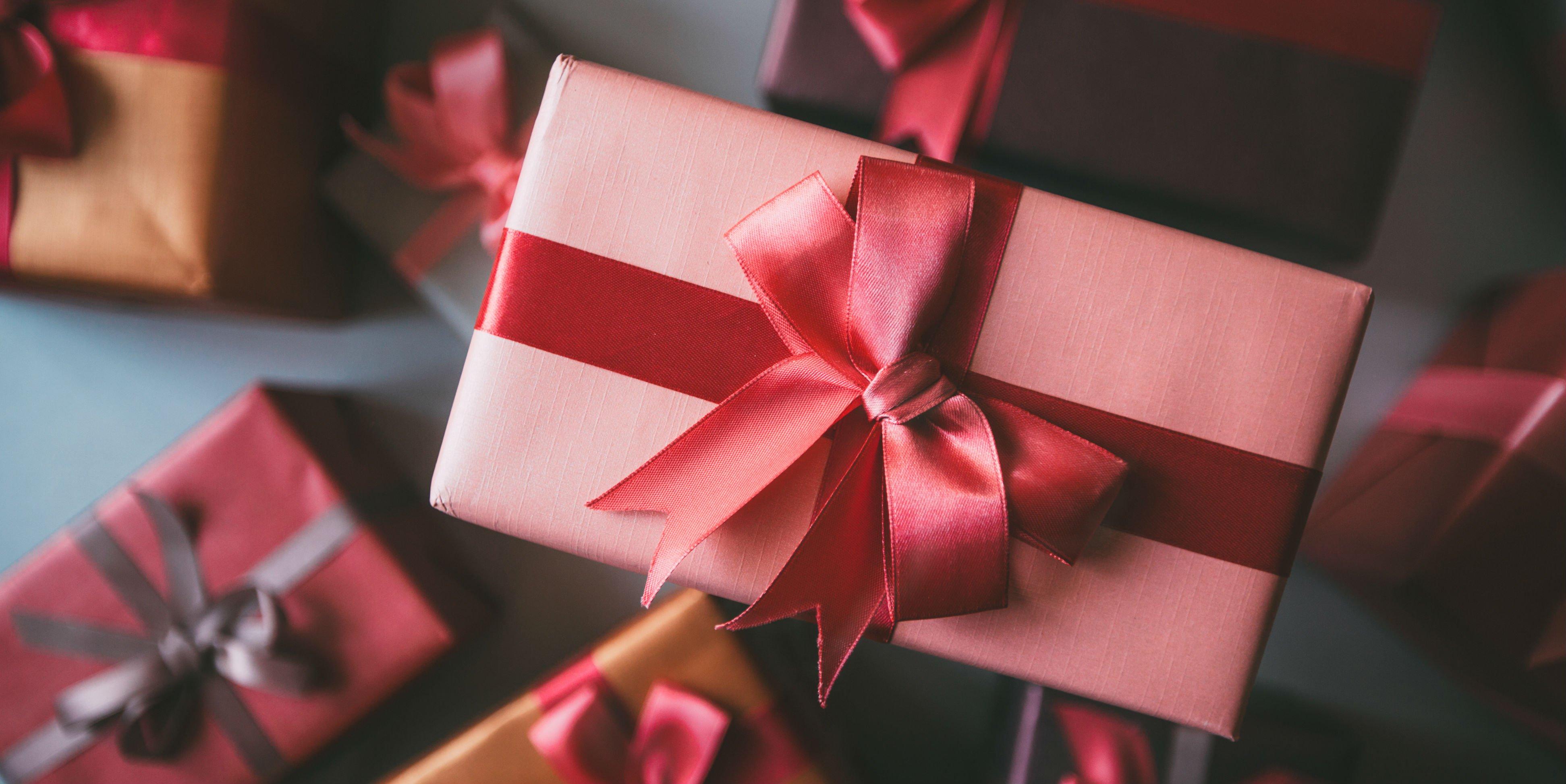 Tặng quà gì cho người nước ngoài luôn là câu hỏi khó cho nhiều người