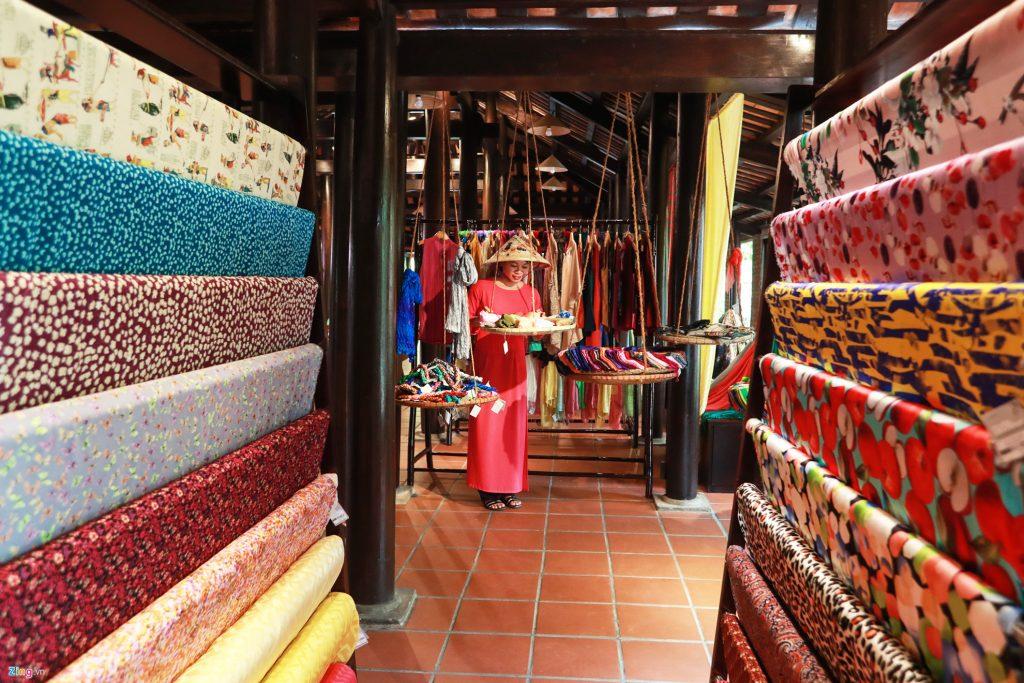 phòng trưng bày lụa tơ tằm
