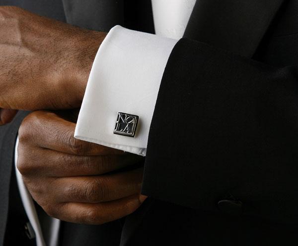khuy măng sét kết hợp với bộ suit