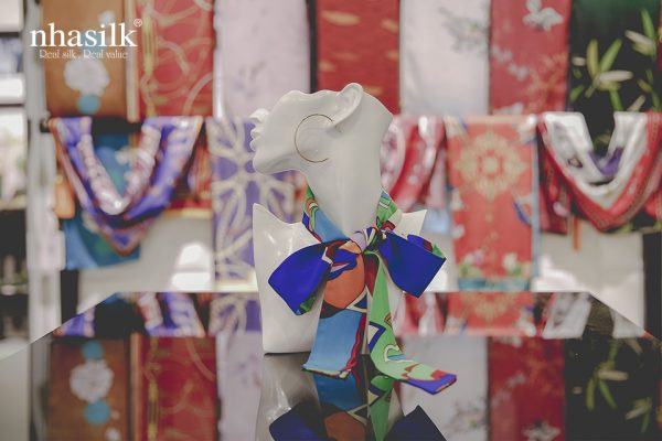 khăn lụa turban họa tiết kính vạn hoa