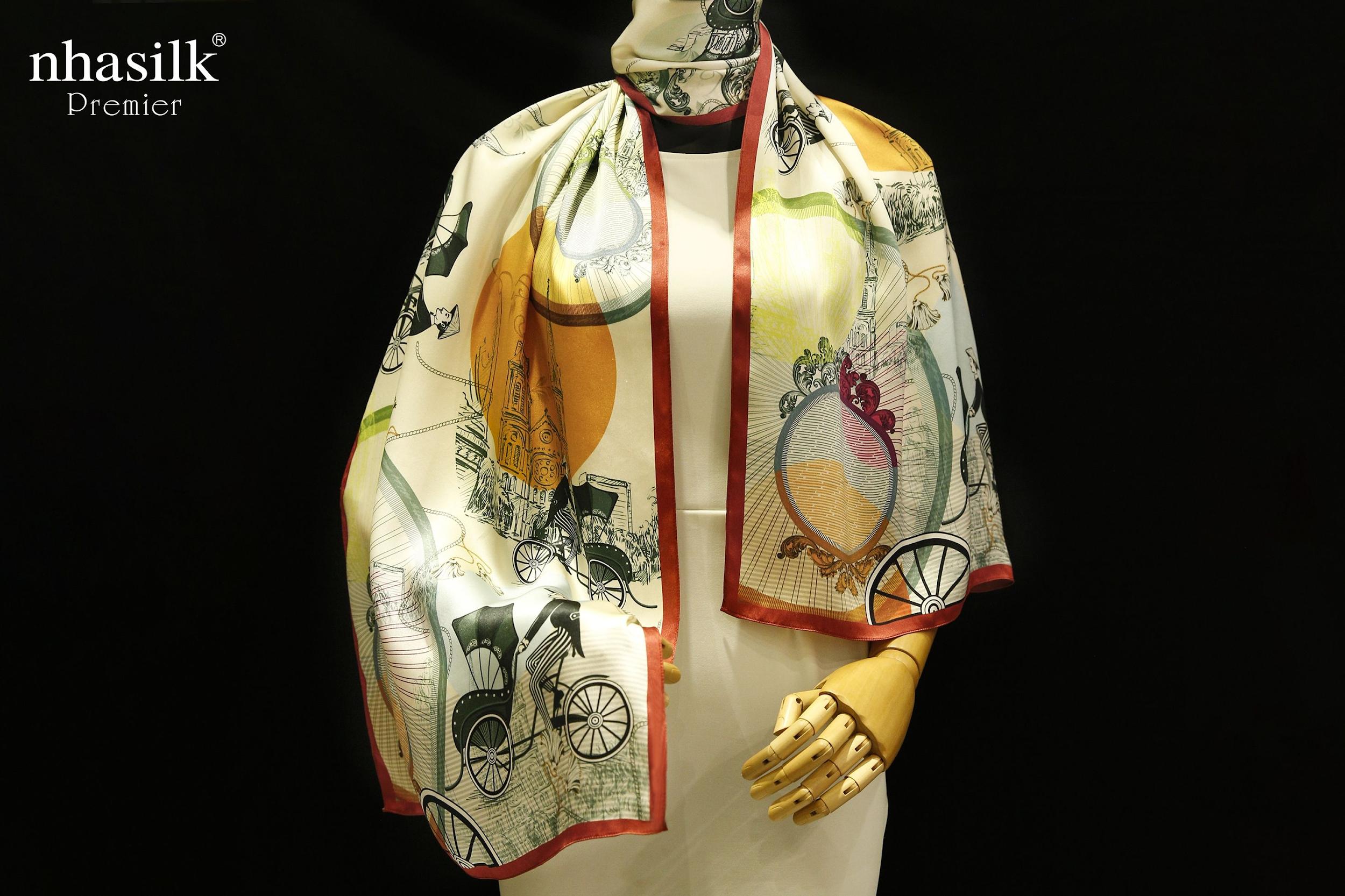 màu sắc họa tiết khăn choàng cổ hàng hiệu