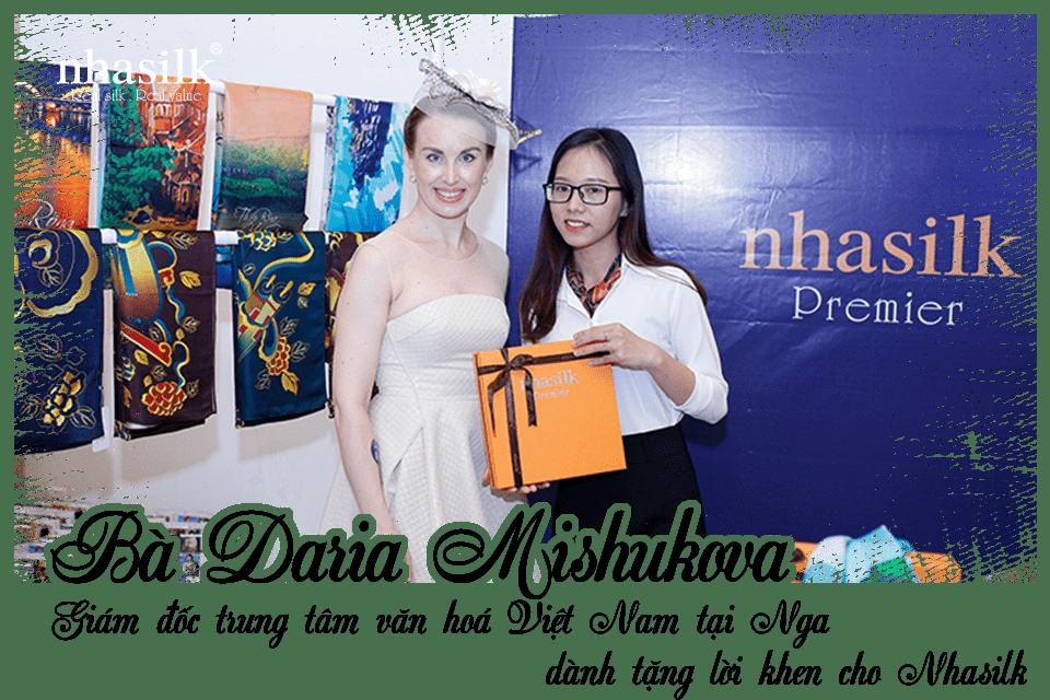 Giám đốc trung tâm văn hoá Việt Nam tại Nga - Daria Mishukova dành tặng lời khen cho Nhasilk