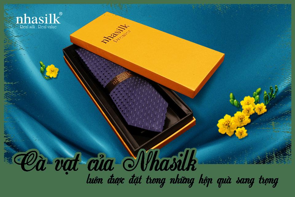 Cà vạt của Nhasilk luôn được đặt trong những hộp quà sang trọng