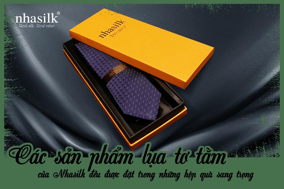 Các sản phẩm lụa tơ tằm của Nhasilk đều được đặt trong những hộp quà sang trọng