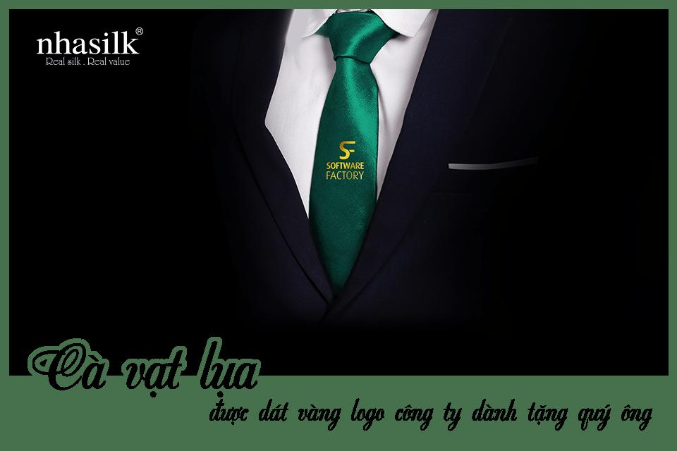 Cà vạt lụa được dát vàng logo công ty dành tặng quý ông