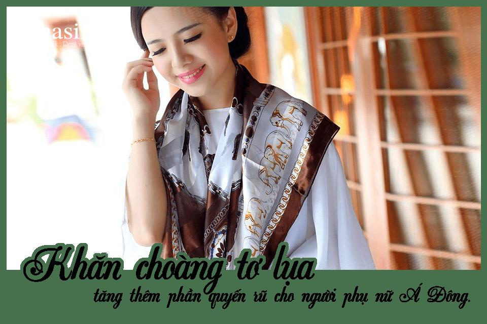 Khăn choàng tơ lụa tăng thêm phần quyến rũ cho người phụ nữ Á Đông.