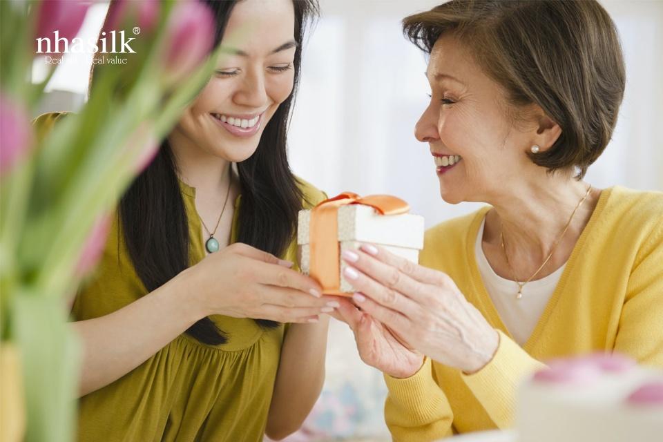 Quà Tặng Sinh Nhật Mẹ Ý nghĩa – Gửi Gắm Trọn Vẹn Tình Yêu Thương