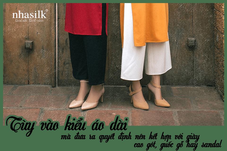 Tùy vào kiểu áo dài mà đưa ra quyết định nên kết hợp với giày cao gót, guốc gỗ hay sandal