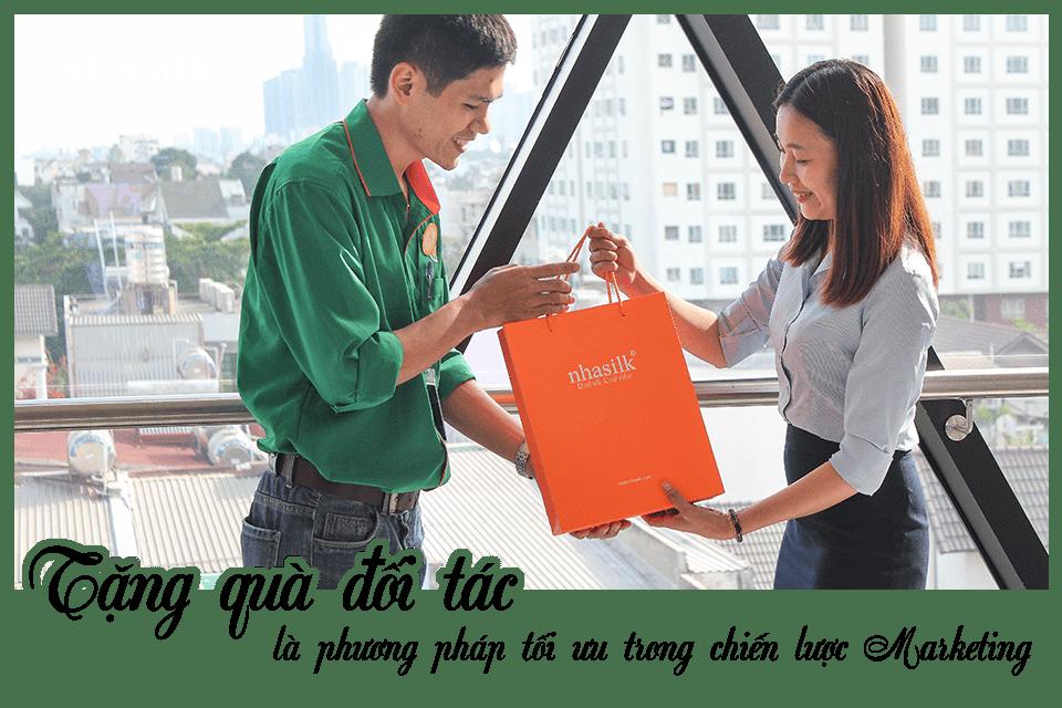Tặng quà đối tác là phương pháp tối ưu trong chiến lược Marketing