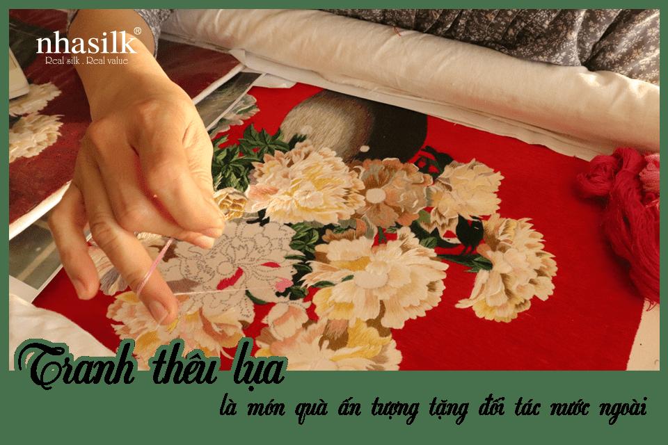 Tranh thêu lụa là món quà ấn tượng tặng đối tác nước ngoài