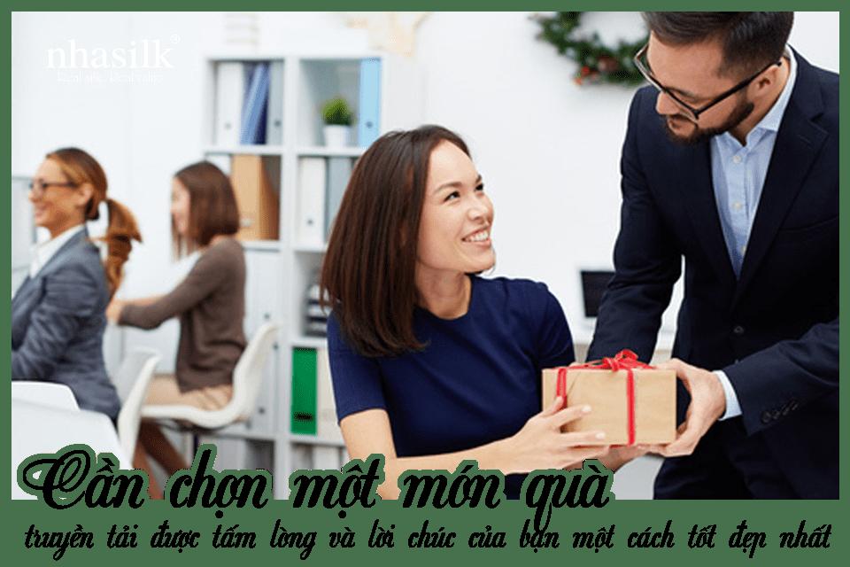 Cần chọn một món quà truyền tải được tấm lòng và lời chúc của bạn một cách tốt đẹp nhất