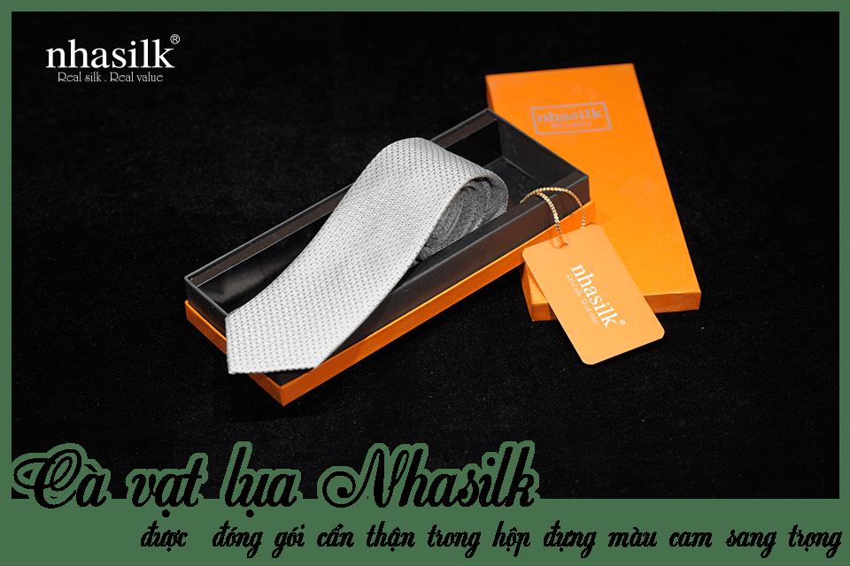 Cà vạt lụa Nhasilk được đóng gói cẩn thận trong hộp đựng màu cam sang trọng