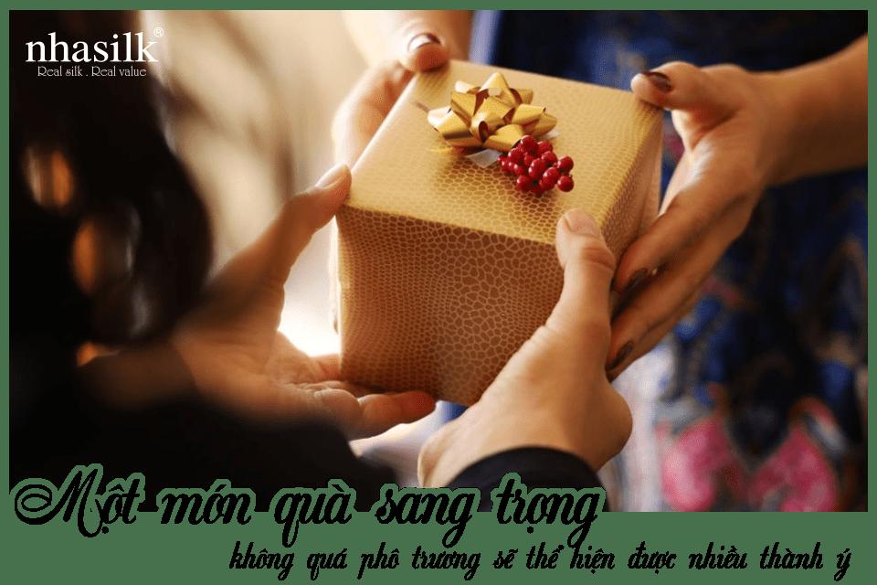 Một món quà sang trọng không quá phô trương sẽ thể hiện được nhiều thành ý