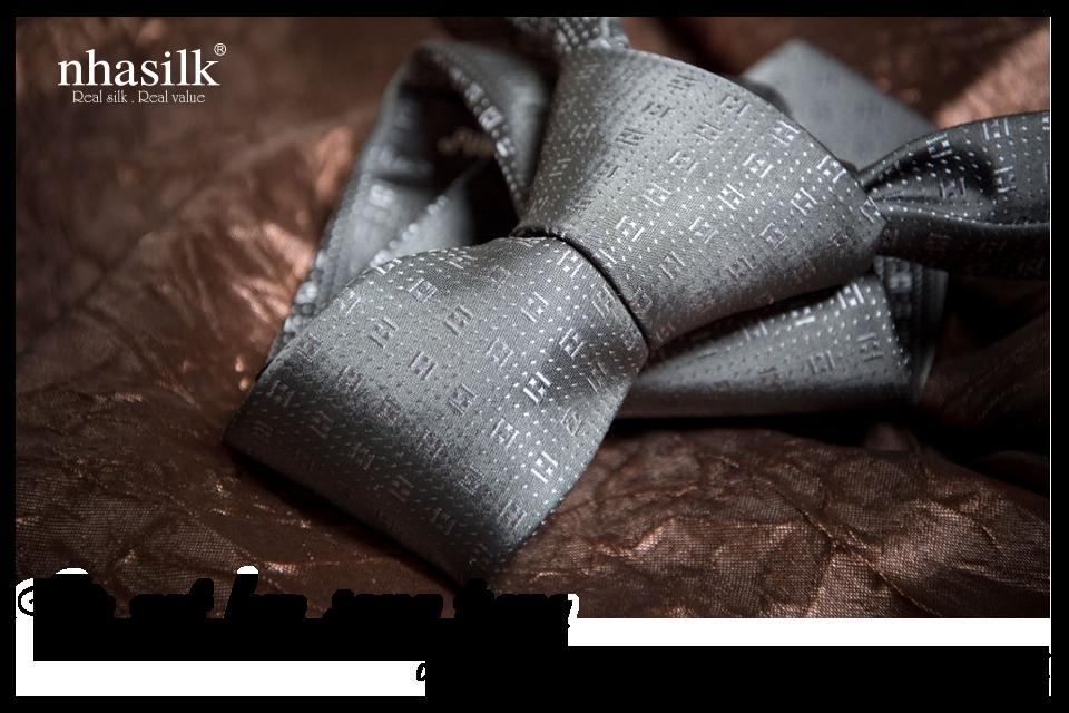 """Cà vạt lụa Nhasilk sử dụng chất liệu lụa Taffeta, """"ấm khi đông về, mát khi hè sang"""""""
