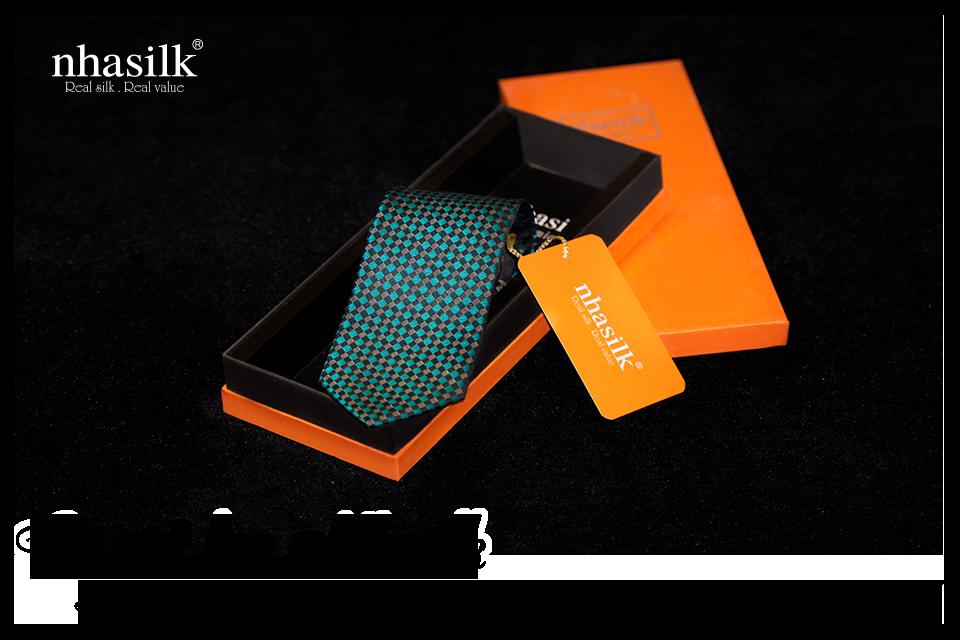 Cà vạt lụa sang trọng chính là ý tưởng quà tặng bạn trai tuyệt vời