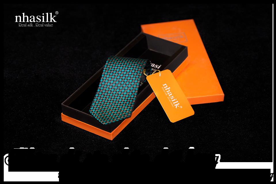 Không chỉ sản phẩm chất lượng mà hộp đựng của Nhasilk cũng rất bắt mắt và ấn tượng