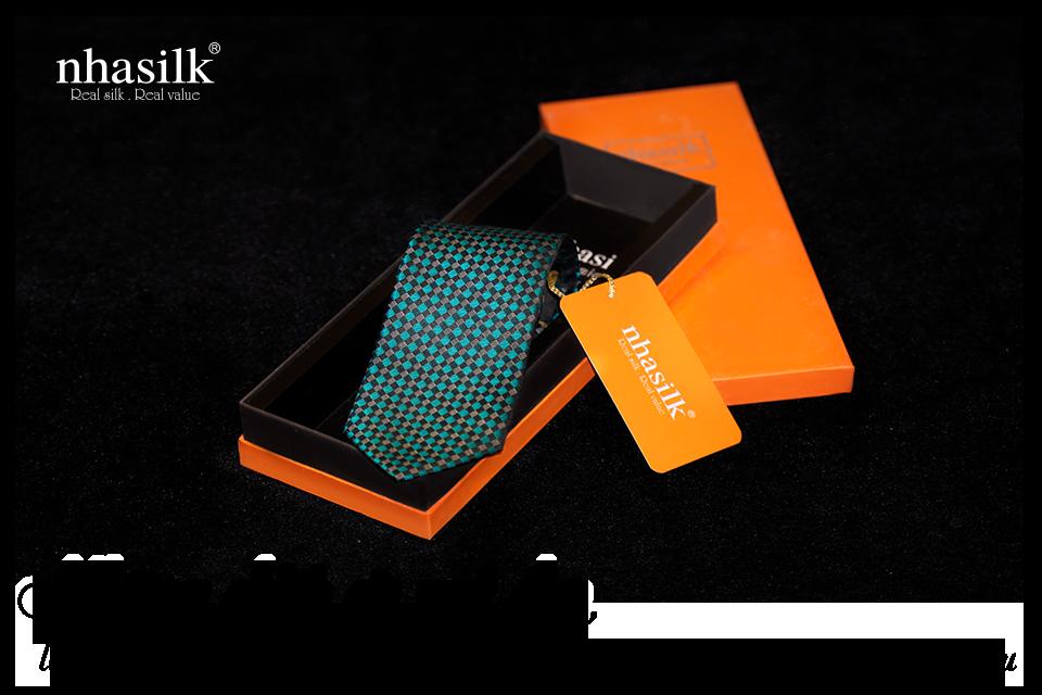 Những chiếc cà vạt đẹp, làm từ chất liệu cao cấp sẽ là món quà ý nghĩa dành tặng chồng yêu
