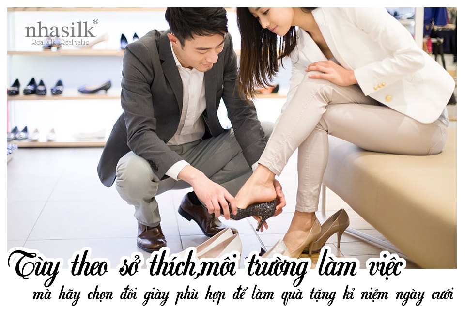 Tùy theo sở thích,môi trường làm việc mà hãy chọn đôi giày phù hợp để làm quà tặng kỉ niệm ngày cưới
